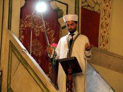Eski Cami'de kılıçla hutbe geleneği sürüyor