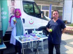 Uzunköprü İlçe Sağlık Müdürlüğü Adalet Meydanında Yeşil elma dağıttı