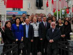 CHP'den Çelenkli Kutlama